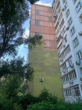 Чернореченская 22, Утепление торца здания мин. плитой.